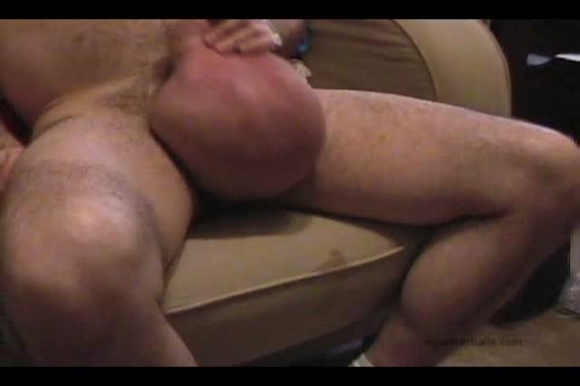 Порно дрочит мужику яйца 91753 фотография