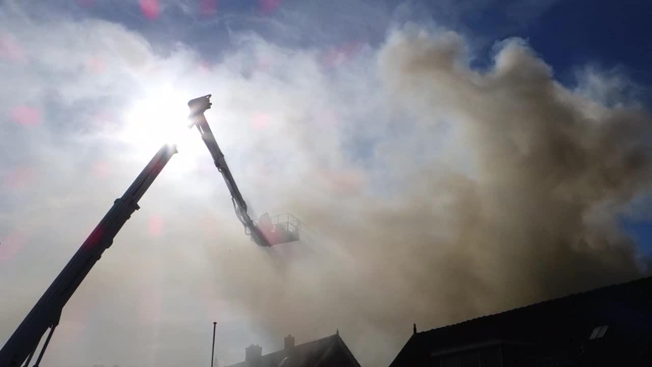 Vos Ijzerhandel Huizen : Oog tv zeer grote brand in huizen grip u oog op blaricum