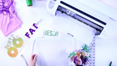 Cricut – How To Make A Fat Tuesday Donut Graphic Tee