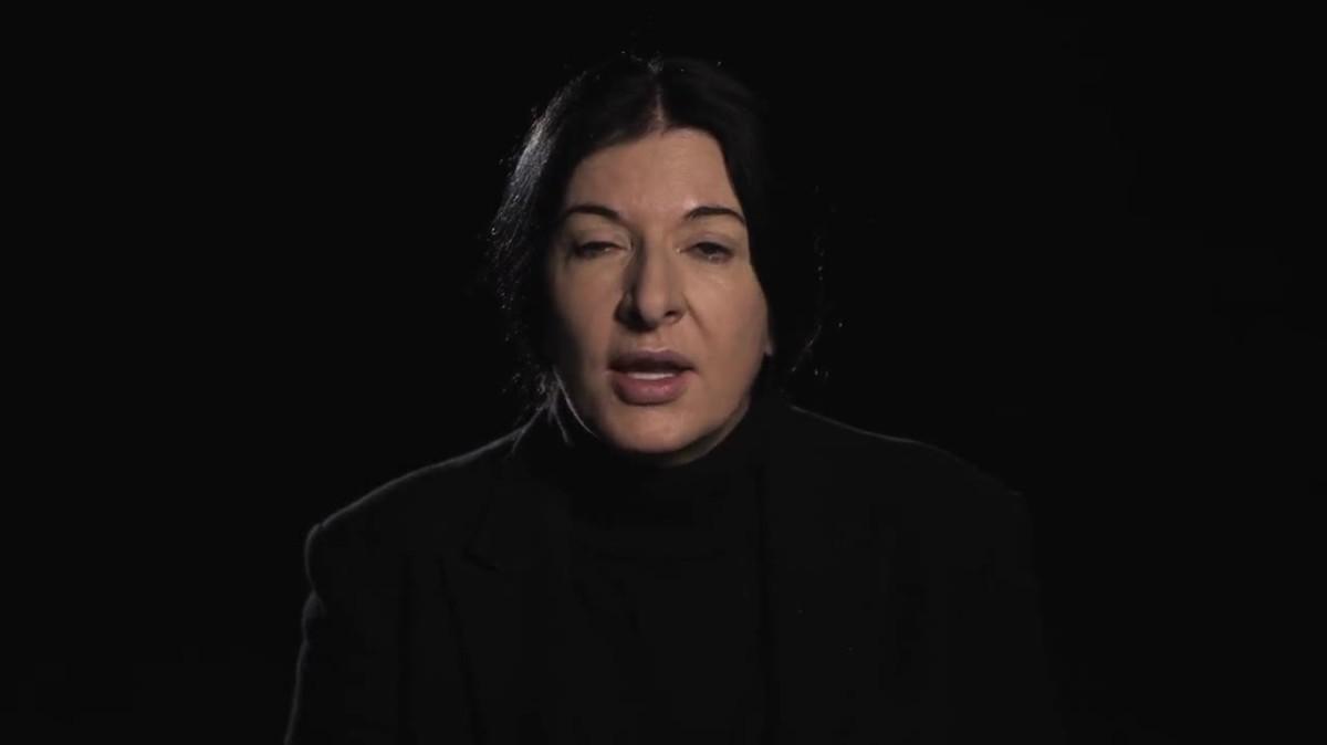 "Marina Abramovic - piesa ""Rhythm 0″ - experiment psiho-social"