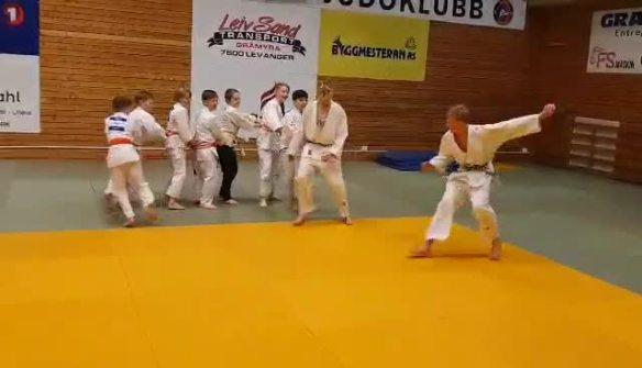 video-1614889082